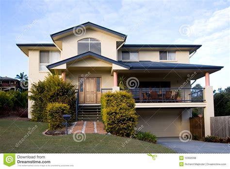 sto a cassetta una casa moderna dei due piani fotografia stock immagine