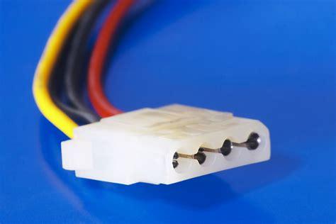 Konektor K 116 Feed Adapter powering card in a new computer videocard sata