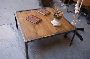 table basse bois et acier table basse acier et bois brut de style industriel