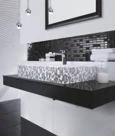 Bold beautiful black and white bathroom design ideas