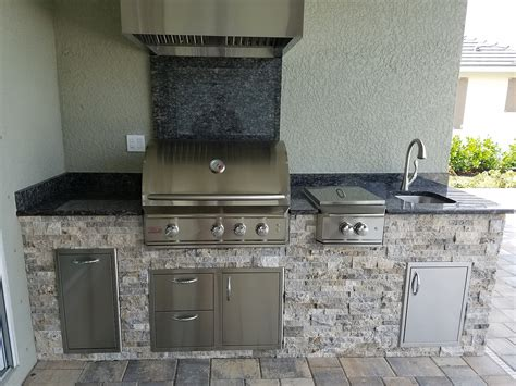 Travertine Tile Outdoor Kitchen by Hurricane Resistant Outdoor Kitchen Outdoor Kitchens