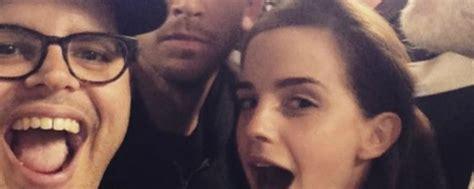 attori la e la bestia la e la bestia il selfie cast con watson e