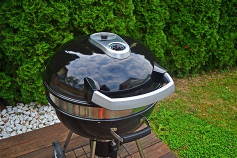 napoleon rodeo 57cm charcoal kettle napoleon rodeo kettle charcoal grill video review by