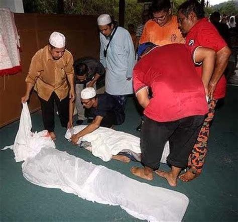 Hoodie Anak Anak I M Muslim Hitam Al Ayubi Clothing manusia dan islam kejadian tanah runtuh di rumah anak