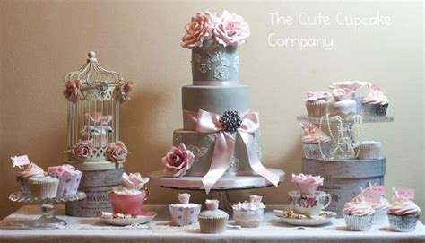 Hochzeitstorte Grau Rosa by Wedding Cakes Dove Grey And Pink Wedding Cake Table
