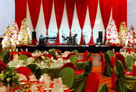 christmas stage decoration classic and green stage decor stage eventuresinc