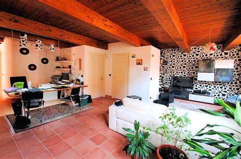 ambiente rustico arredamento vivere in affitto meglio ammobiliare o ammobiliato la