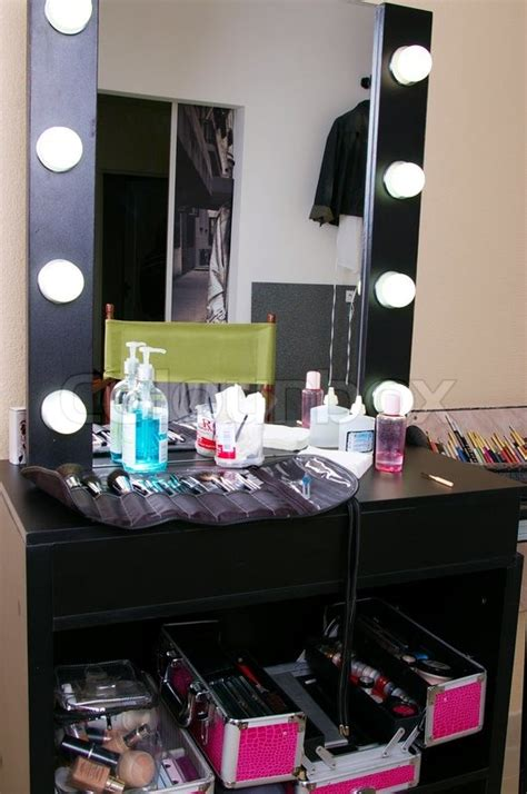 Make Up Di Salon workplace of a make up artist in salon stock