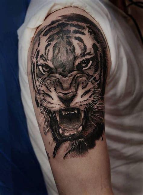 tattoo tribal oberarm mann tiger tattoo mann oberarm oberarmtattoo wei 223 es t shirt