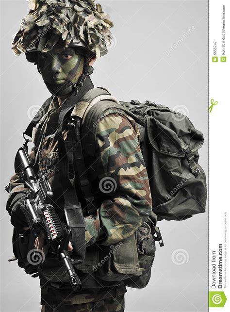 cmo hacer un soldado navideo soldado camuflar equipado inteiramente fotografia de stock