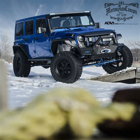 white jeep jku adv 1 white and gold jeep wrangler or is it blue and