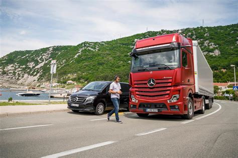 Mercedes Truck 2019 by Mercedes Trucks Pr 228 Sentiert Den Neuen Actros 2019