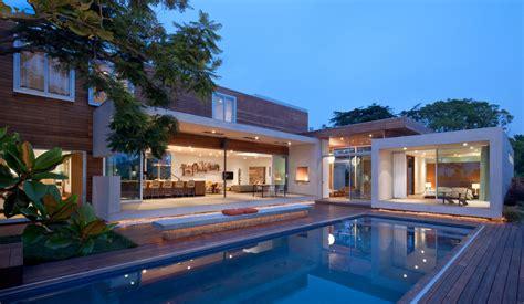 casa dos pisos en forma de l planos de arquitectura