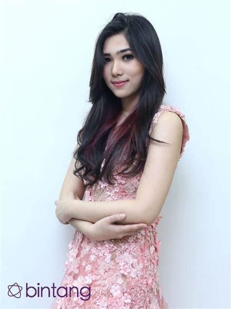 Lamiri Pink kece 6 penyanyi wanita indonesia ini multi instrumentalis bintang