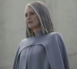 how can i get julianna moores hair color get chic grey hair like julianne moore as president alma