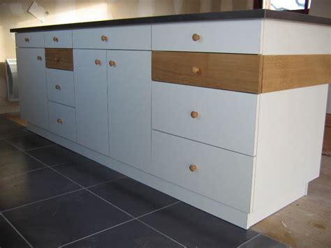 customiser des meubles de cuisine comment peindre un meuble de cuisine stratifie meuble de