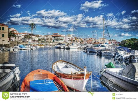 la nel porto barche di legno nel porto di stintino nel hdr fotografia