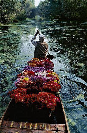 steve mccurry kashmir flower seller, photograph: for