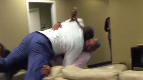 shaquille o neal bed watch shaquille o neal body slam charles barkley nba