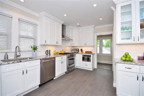White Shaker Kitchen Cabinets by White Shaker Kitchen Cabinet Design For Splendid Kitchen