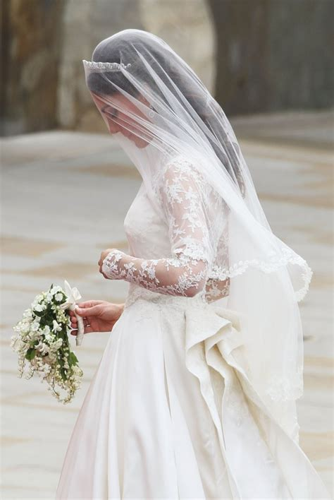 hochzeitskleid kate middleton kate middleton s wedding dress from every view popsugar