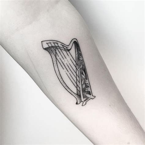 eire tattoo designs 25 best ideas about ireland on gaelic