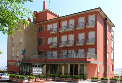 tre querce camerano hotel agriturismi b b ceggi appartamenti nella