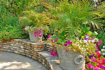Decorating Patio With Potted Plants by Some Interesting Patio Decorating Ideas