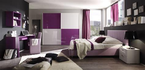 de esmaltes cuenta con 12 colores diferentes modernos y con dormitorios para chicas en color morado dormitorios