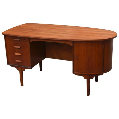Vintage Modern Desk Vintage 1950s Mid Century Modern Teak Desk At 1stdibs