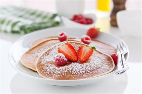 membuat pancake strawberry yuk bikin strawberry pancake bersama si kecil mother