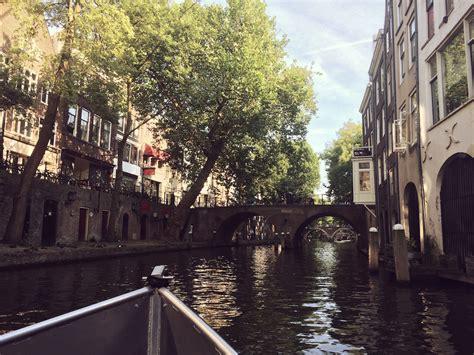 sloep varen utrecht bootje varen door een gouden stad hartje utrecht