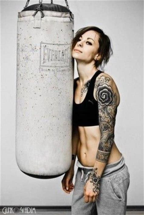 oltre 25 fantastiche idee su donne tatuate su oltre 25 fantastiche idee su donne muscolose su corpi di donne in forma corpo