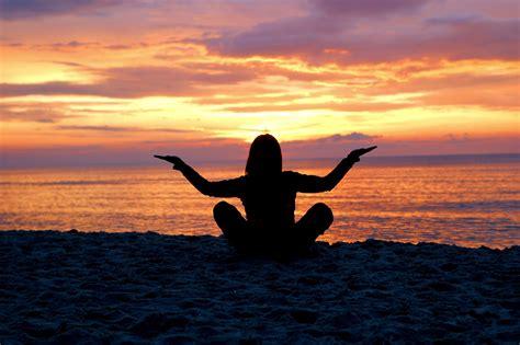 imagenes de yoga frente al mar enamorate de nuevo de tu vida con estos sencillos consejos