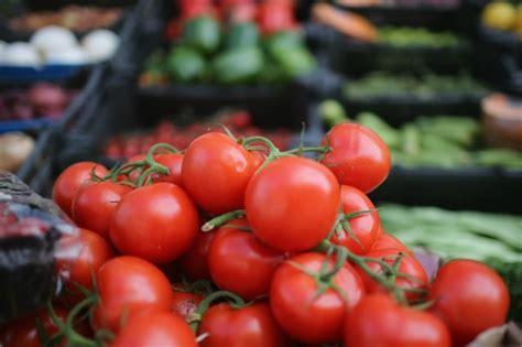 alimenti che favoriscono la diuresi gli alimenti diuretici ecco i cibi che eliminano le scorie