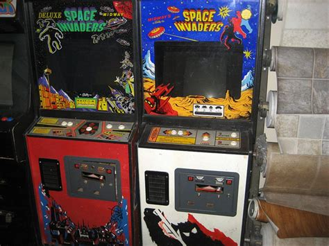 Space Invaders Cabinet by Space Invaders And Space Invaders Deluxe Si And Si 2 In