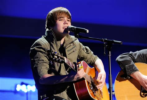 justin bieber biography ppt justin bieber in nickelodeon hosts 2010 upfront