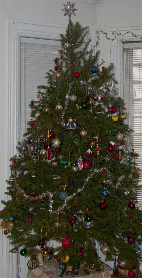 decorating a christmas tree to look old fashioned fashioned tree light
