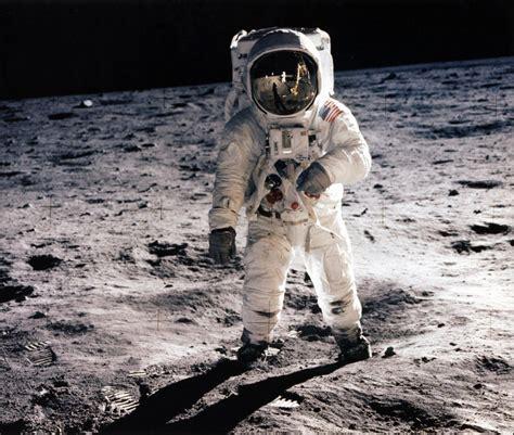 neil armstrong moon landing biography patt morrison astronaut neil armstrong s death stirs up