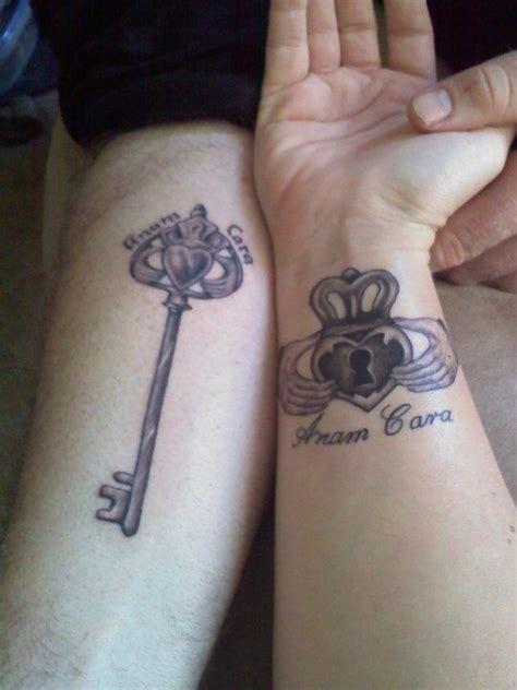 couple name tattoo on wrist best 20 skeleton couple tattoo ideas on pinterest