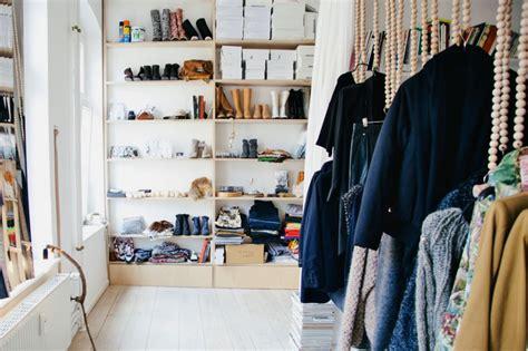 Meja Rias Berlu furnitur wardrobe kece yang wajib dimiliki oleh kolektor