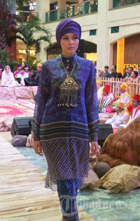 Baju Muslim Itang Yunasz Fashion Show Busana Muslim Karya Itang Yunasz Foto 3