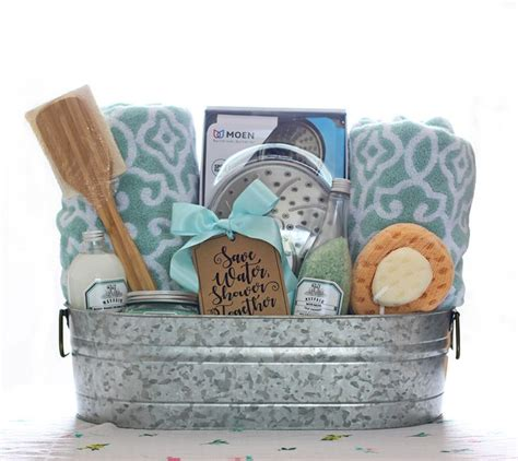 Bathroom Gift Basket Ideas | best 25 wedding gift baskets ideas on pinterest