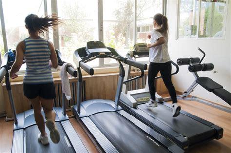 gimnasio en casa de una c 243 mo elegir una m 225 quina de fitness para casa