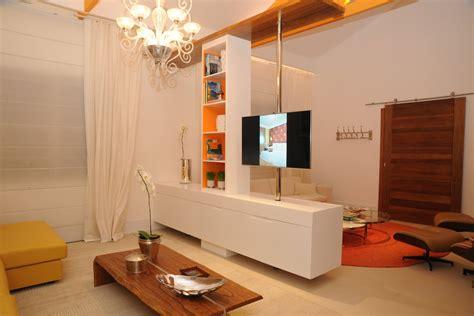 design na foto suporte de tv para dois ambientes