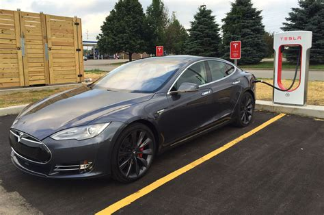 tesla model s supercharger supercharging a tesla model s at a grocery store