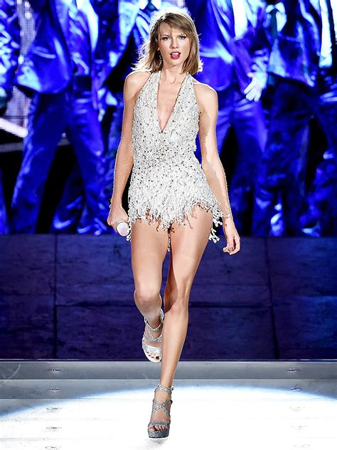 taylor swift tour paris taylor swift s 1989 world tour outfits the inspiration