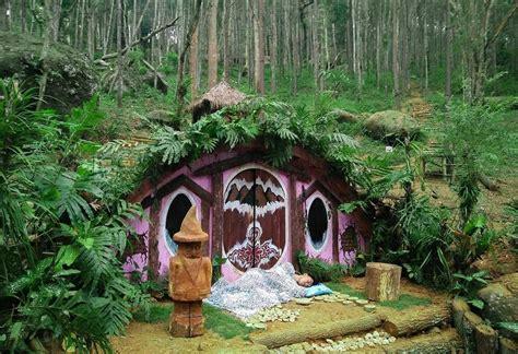 membuat rumah hobit tak hanya di malang rumah hobbit juga ada di yogyakarta