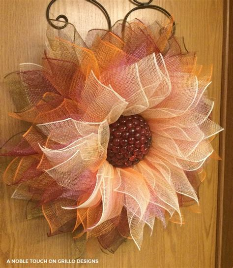 how to make mesh wreaths with two colors how to make a flower deco mesh wreath grillo designs