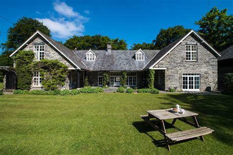 large self catering property in wales the coach
